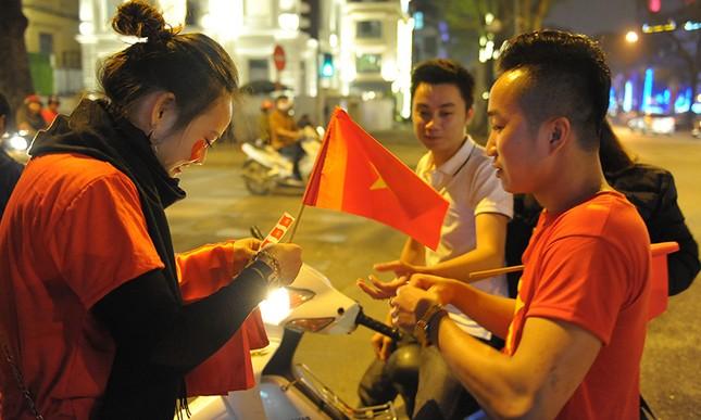 Kiếm bộn tiền đêm ăn mừng chiến thắng của tuyển U23 Việt Nam ảnh 6