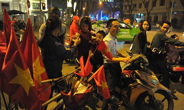 Kiếm bộn tiền đêm ăn mừng chiến thắng của tuyển U23 Việt Nam ảnh 4