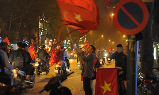 Kiếm bộn tiền đêm ăn mừng chiến thắng của tuyển U23 Việt Nam ảnh 2