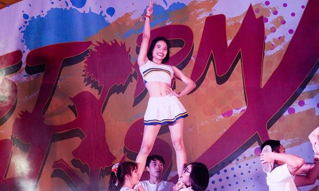 Nữ sinh Tự nhiên khoe nét đẹp với vũ đạo cheerleading ảnh 5