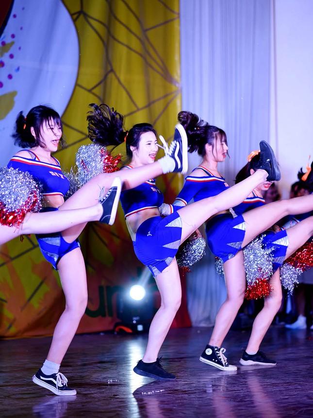 Nữ sinh Tự nhiên khoe nét đẹp với vũ đạo cheerleading ảnh 3