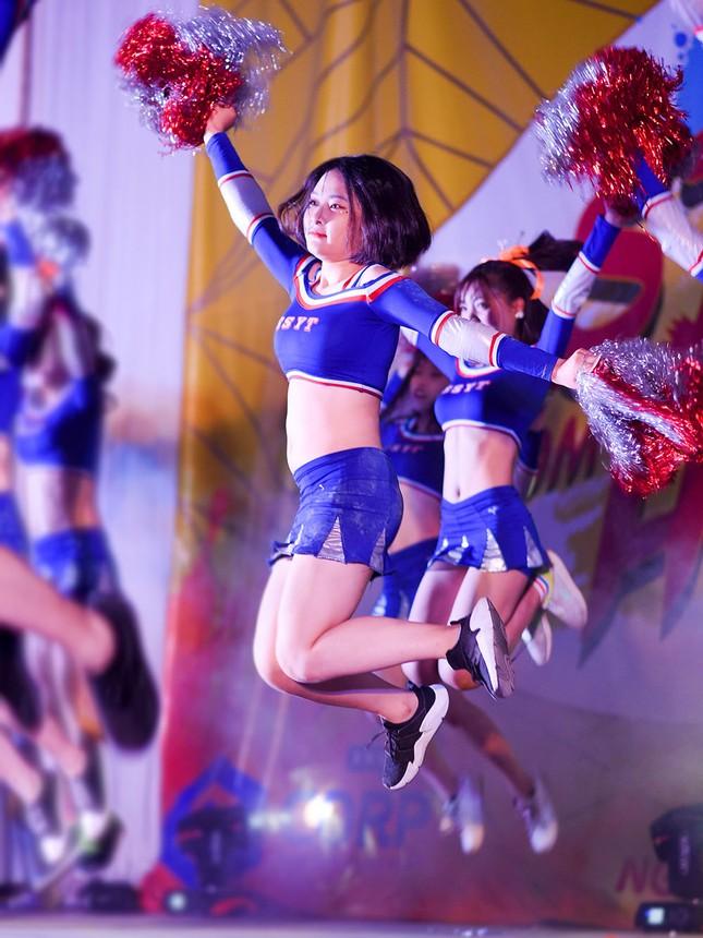 Nữ sinh Tự nhiên khoe nét đẹp với vũ đạo cheerleading ảnh 2