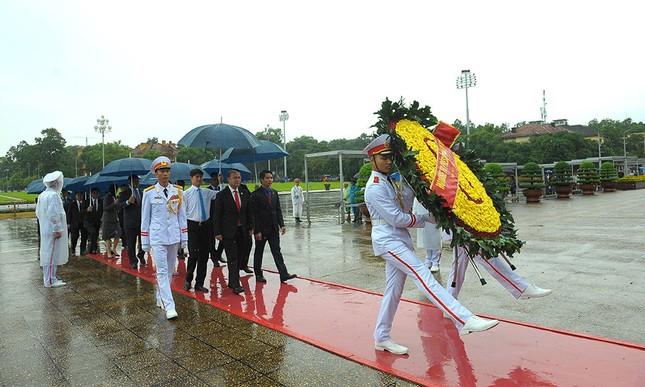 Đoàn đại biểu Hội LHTN Campuchia viếng Lăng Chủ tịch Hồ Chí Minh ảnh 1