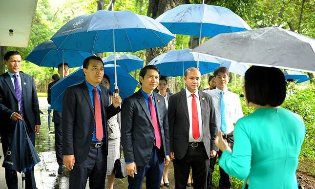 Đoàn đại biểu Hội LHTN Campuchia viếng Lăng Chủ tịch Hồ Chí Minh ảnh 6