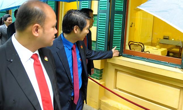 Đoàn đại biểu Hội LHTN Campuchia viếng Lăng Chủ tịch Hồ Chí Minh ảnh 3