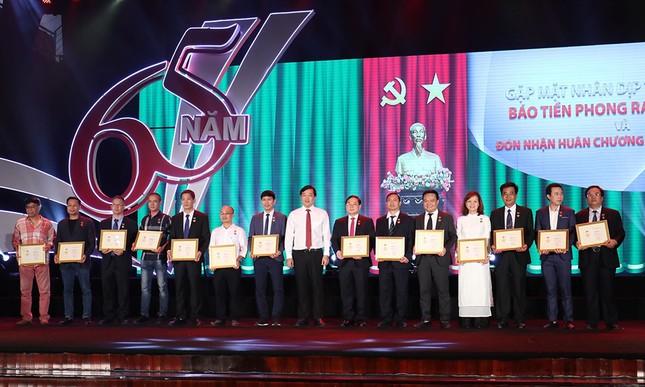 Trang trọng buổi gặp mặt kỷ niệm 65 năm báo Tiền Phong ra số đầu tiên ảnh 10