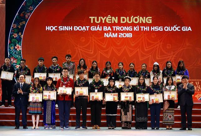 Tuyên dương 166 học sinh sinh viên dân tộc thiểu số xuất sắc tiêu biểu ảnh 6