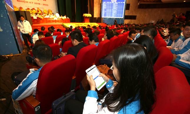 Đại hội Hội Sinh viên biểu quyết bằng công nghệ ảnh 8