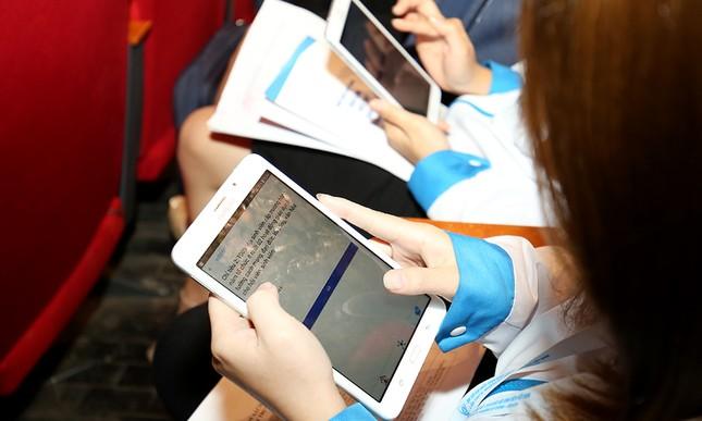 Đại hội Hội Sinh viên biểu quyết bằng công nghệ ảnh 6