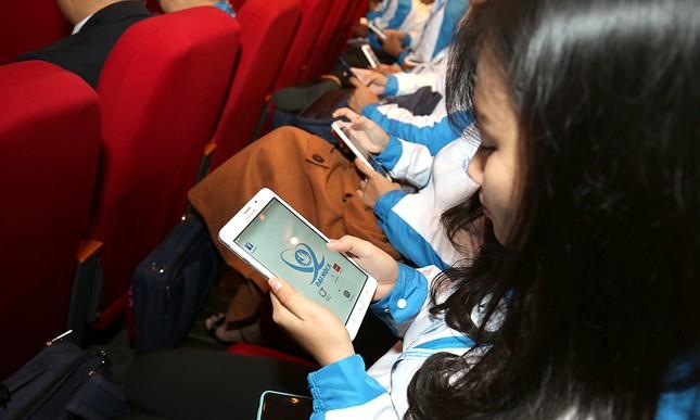 Đại hội Hội Sinh viên biểu quyết bằng công nghệ ảnh 7