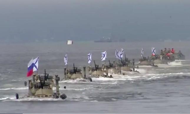 Tàu hộ vệ tên lửa Việt Nam xuất hiện đầy uy lực trong lễ duyệt binh Nga ảnh 2
