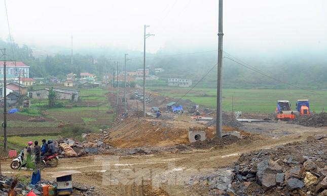 Đại công trường 'bức tử' không gian xanh cột cờ Lũng Cú ảnh 5