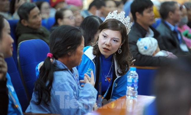 Đại biểu thanh niên mang nụ cười đến viện K Tân Triều ảnh 7
