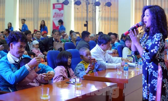 Đại biểu thanh niên mang nụ cười đến viện K Tân Triều ảnh 8