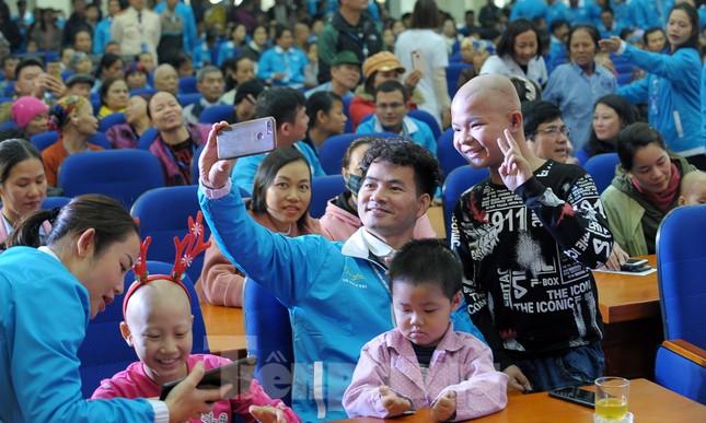 Đại biểu thanh niên mang nụ cười đến viện K Tân Triều ảnh 5