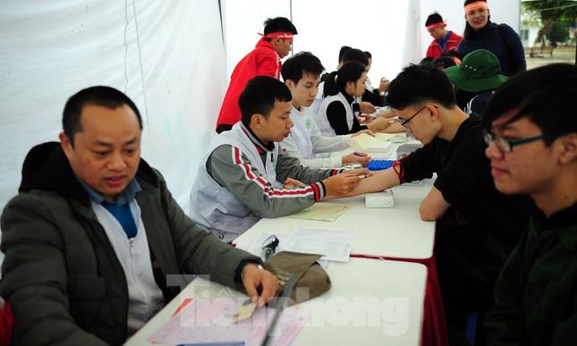 Dấu ấn tuổi 18 trong ngày hội hiến máu tình nguyện Chủ nhật Đỏ ảnh 2