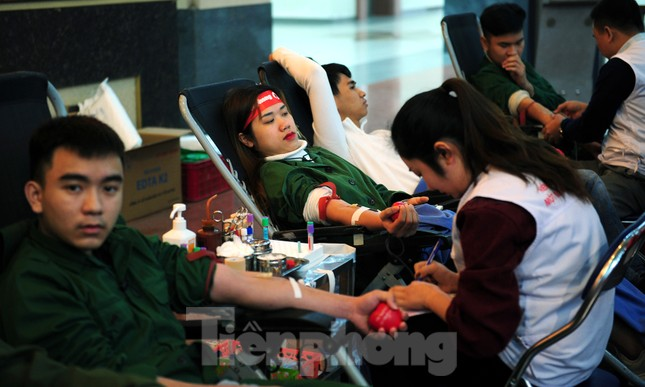 Dấu ấn tuổi 18 trong ngày hội hiến máu tình nguyện Chủ nhật Đỏ ảnh 4