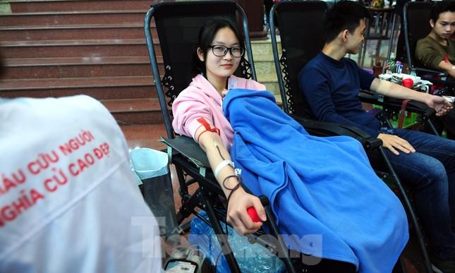 Dấu ấn tuổi 18 trong ngày hội hiến máu tình nguyện Chủ nhật Đỏ ảnh 8