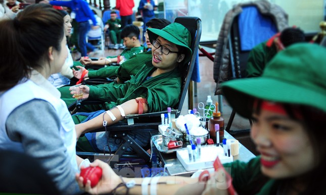 Dấu ấn tuổi 18 trong ngày hội hiến máu tình nguyện Chủ nhật Đỏ ảnh 10