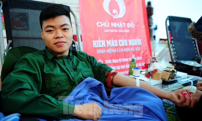 Dấu ấn tuổi 18 trong ngày hội hiến máu tình nguyện Chủ nhật Đỏ ảnh 6