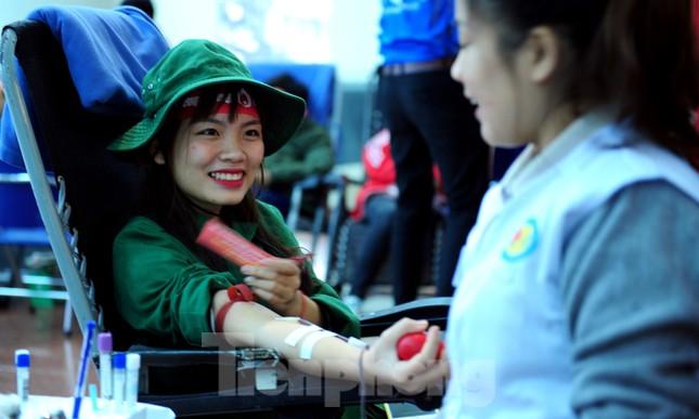 Dấu ấn tuổi 18 trong ngày hội hiến máu tình nguyện Chủ nhật Đỏ ảnh 5