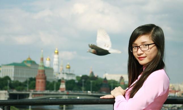 Du học sinh Việt tại LB Nga khoe duyên dáng áo dài ảnh 9