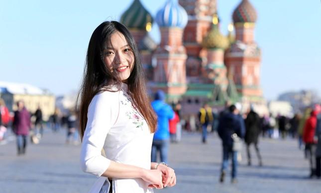 Du học sinh Việt tại LB Nga khoe duyên dáng áo dài ảnh 10