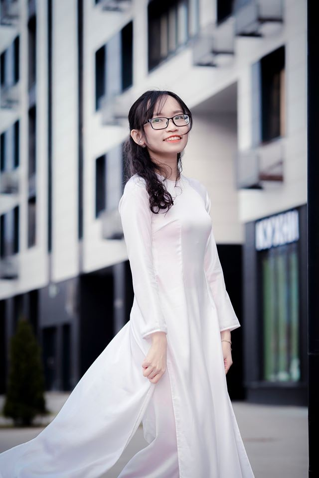 Du học sinh Việt tại LB Nga khoe duyên dáng áo dài ảnh 6