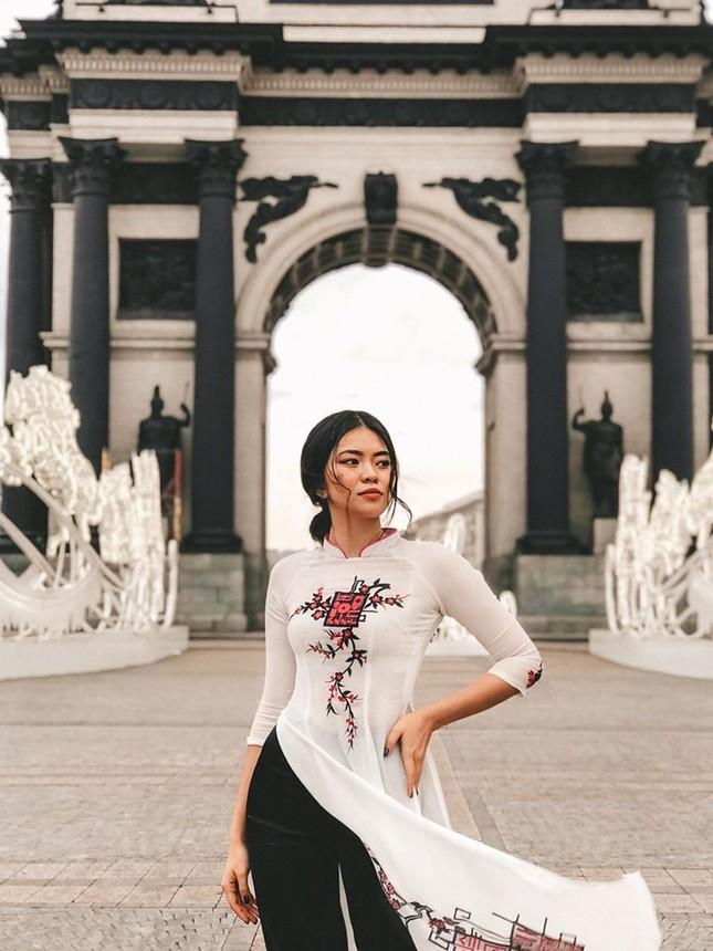 Du học sinh Việt tại LB Nga khoe duyên dáng áo dài ảnh 7