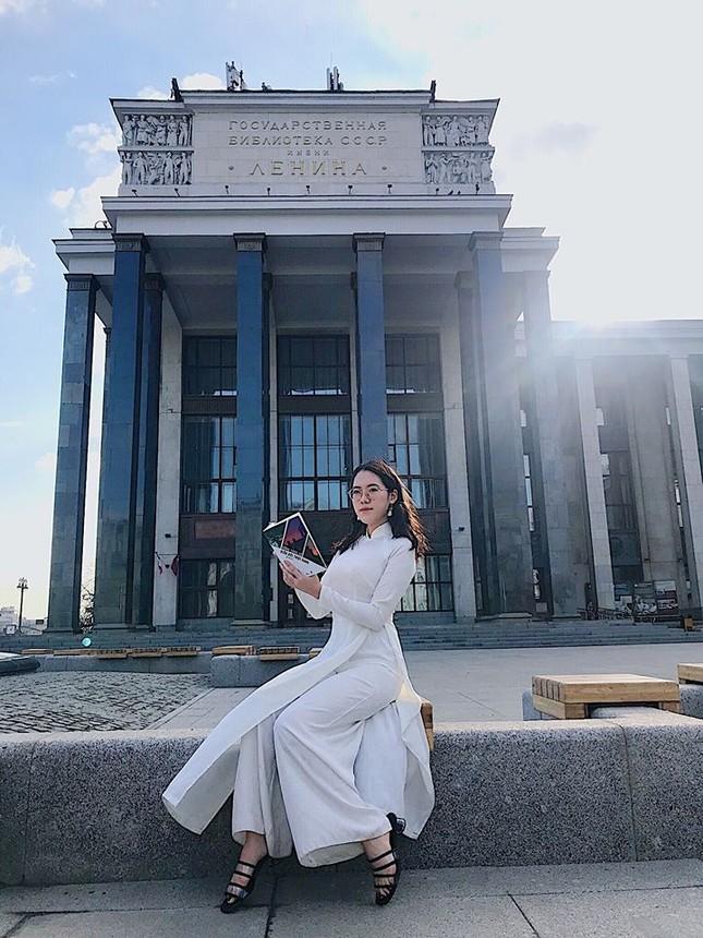 Du học sinh Việt tại LB Nga khoe duyên dáng áo dài ảnh 3