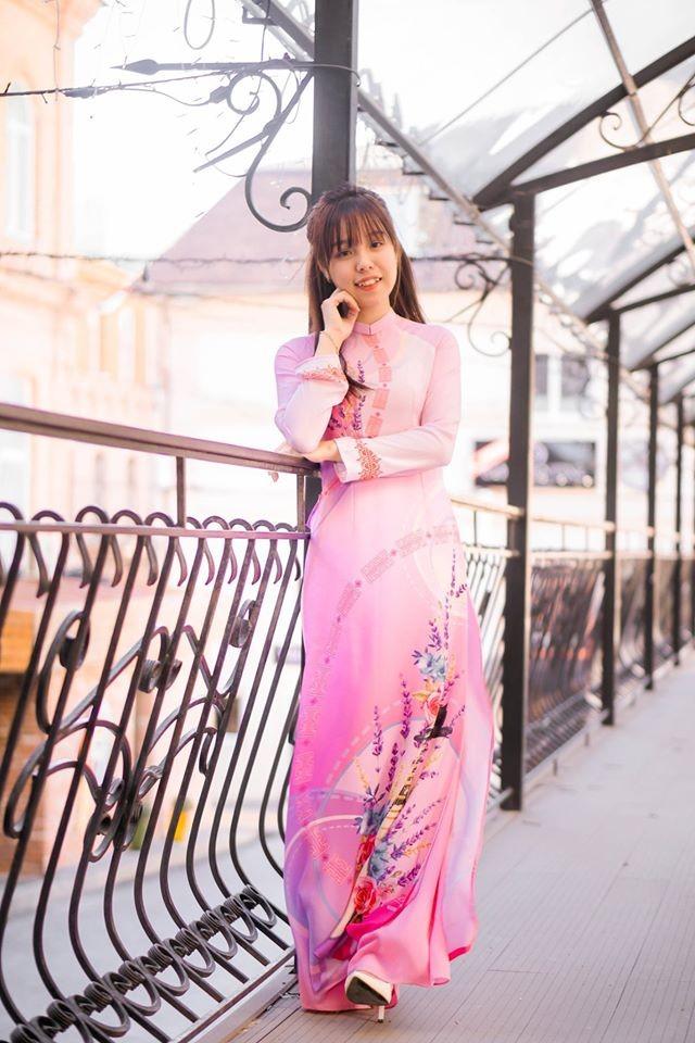 Du học sinh Việt tại LB Nga khoe duyên dáng áo dài ảnh 4