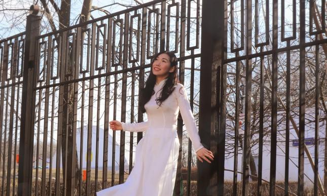 Du học sinh Việt tại LB Nga khoe duyên dáng áo dài ảnh 8