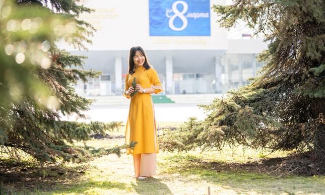 Du học sinh Việt tại LB Nga khoe duyên dáng áo dài ảnh 12