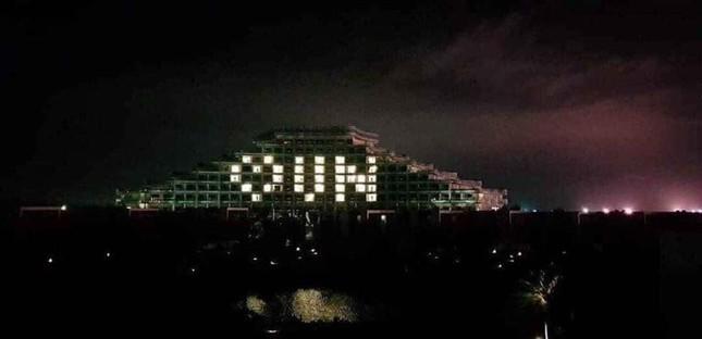 Thắp đèn tạo hình trái tim cổ vũ chống Covid-19 trong ngày Quốc tế hạnh phúc ảnh 6