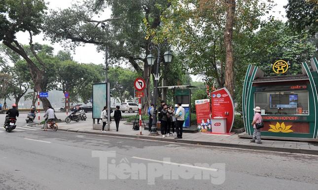 Trạm rửa tay dã chiến chống dịch Covid-19 đầu tiên tại Hà Nội ảnh 7