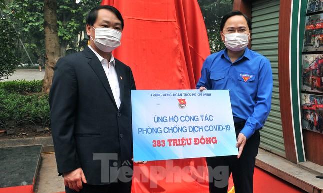 Trạm rửa tay dã chiến chống dịch Covid-19 đầu tiên tại Hà Nội ảnh 8
