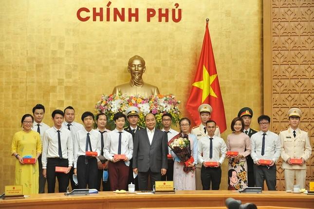 Thủ tướng gặp mặt các Gương mặt trẻ Việt Nam tiêu biểu năm 2019 ảnh 5