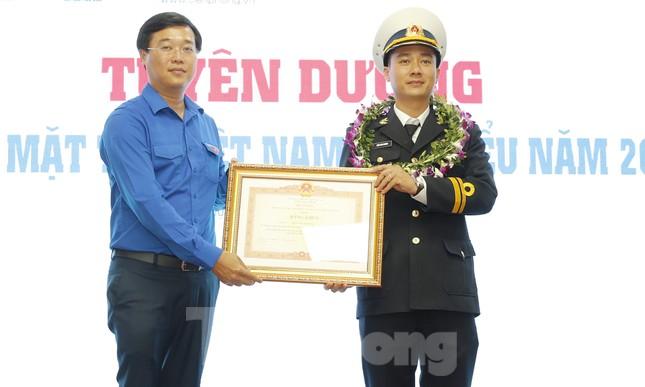 Toàn cảnh lễ tuyên dương Gương mặt trẻ Việt Nam tiêu biểu năm 2019 ảnh 9