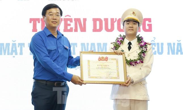 Toàn cảnh lễ tuyên dương Gương mặt trẻ Việt Nam tiêu biểu năm 2019 ảnh 10