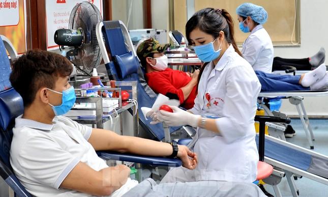 Gia đình hiến máu mừng sinh nhật trong bão dịch COVID-19 ảnh 8