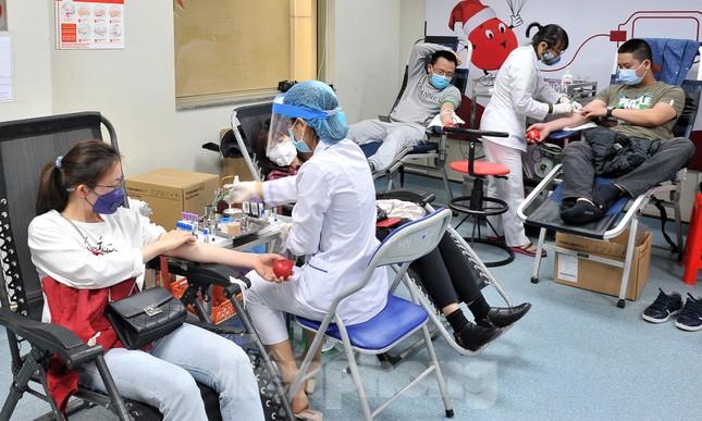 Gia đình hiến máu mừng sinh nhật trong bão dịch COVID-19 ảnh 5