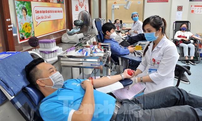 Gia đình hiến máu mừng sinh nhật trong bão dịch COVID-19 ảnh 7
