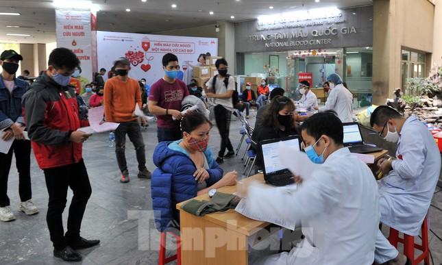 Gia đình hiến máu mừng sinh nhật trong bão dịch COVID-19 ảnh 2