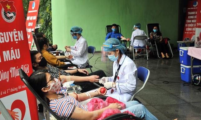 Xuân Bắc, Tự Long và Á khôi Quỳnh Nga vào Viện lan tỏa hiến máu đừng ngại COVID ảnh 11