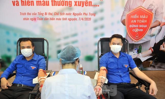 Xuân Bắc, Tự Long và Á khôi Quỳnh Nga vào Viện lan tỏa hiến máu đừng ngại COVID ảnh 6