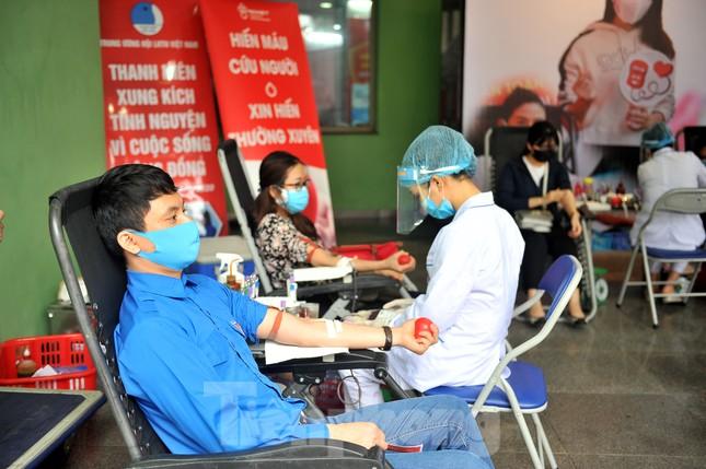 Xuân Bắc, Tự Long và Á khôi Quỳnh Nga vào Viện lan tỏa hiến máu đừng ngại COVID ảnh 10