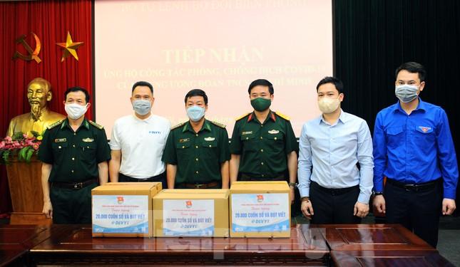T.Ư Đoàn trao tặng bộ đội biên phòng 800 triệu đồng vật phẩm hỗ trợ chống dịch ảnh 3