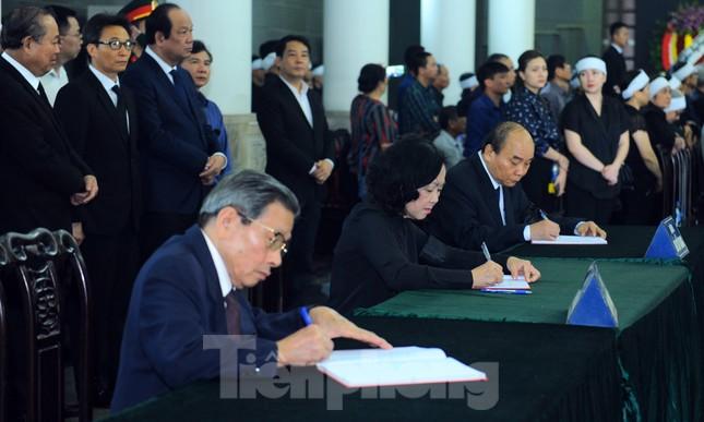 Lãnh đạo Đảng, Nhà nước ghi sổ tang viếng đồng chí Vũ Mão ảnh 2