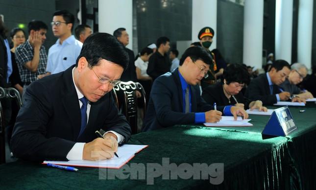 Lãnh đạo Đảng, Nhà nước ghi sổ tang viếng đồng chí Vũ Mão ảnh 3