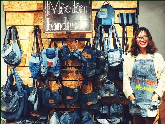 9X kiếm tiền và lan tỏa lối sống xanh nhờ 'tái sinh' đồ jean cũ ảnh 1